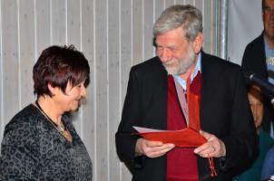 Übergabe des Ehrenamtspreises von Dr. Günther Lodderstedt an Marion Stadler stellvertretend für die Theatergruppe